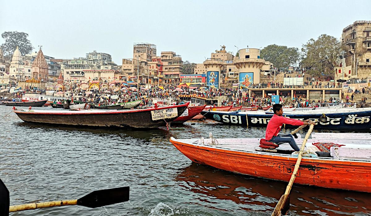 Mich faszinierte in Varanasi vor allem das Gewimmel am Fluss und am Ufer. (Foto: Ruti)