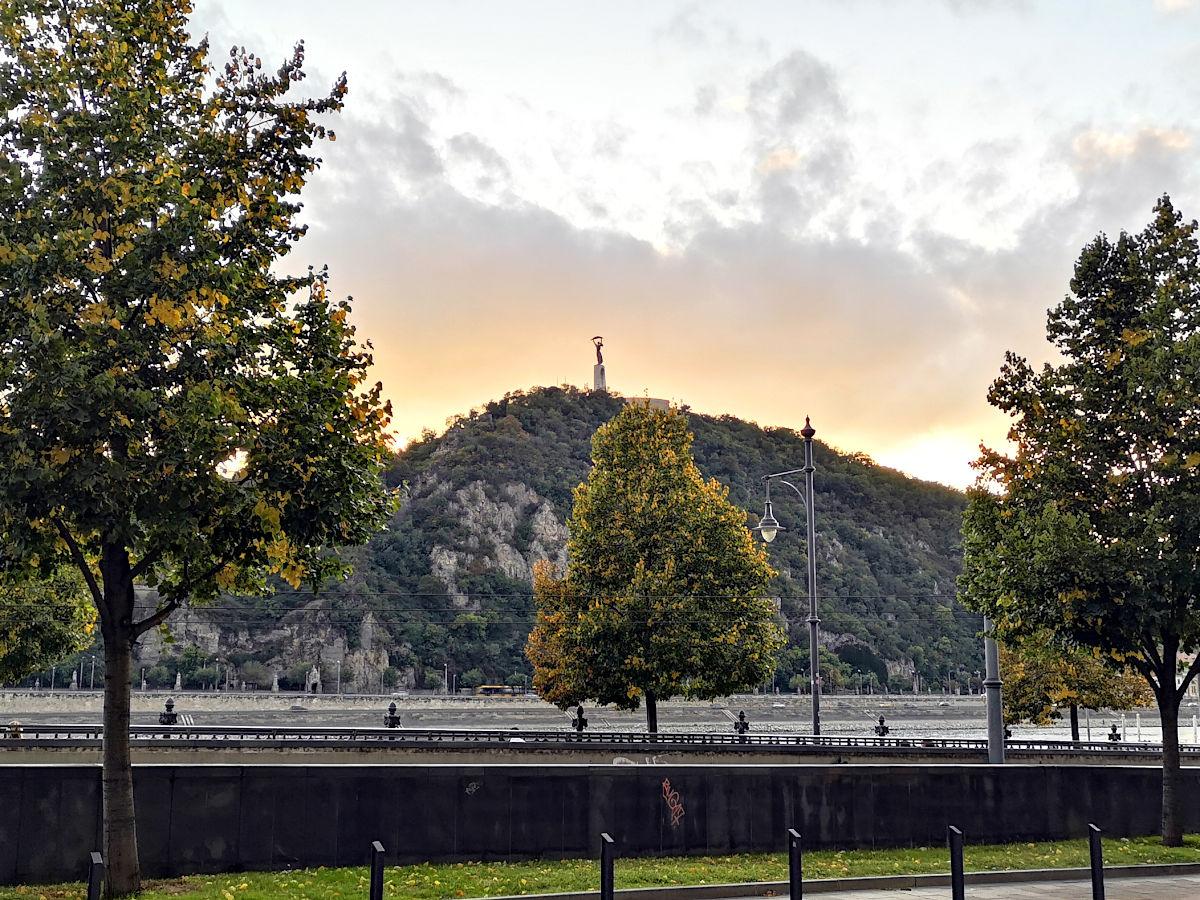 Die Freiheitsstaue steht auf dem höchsten Punkt Budapests. (Foto: Ruti)