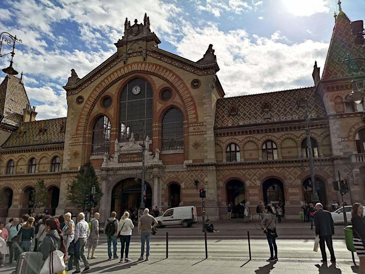 Die große Markthalle befindet sich ebenfalls in Pest und gehört zu den Sehenswürdigkeiten der Stadt. (Foto: Ruti)