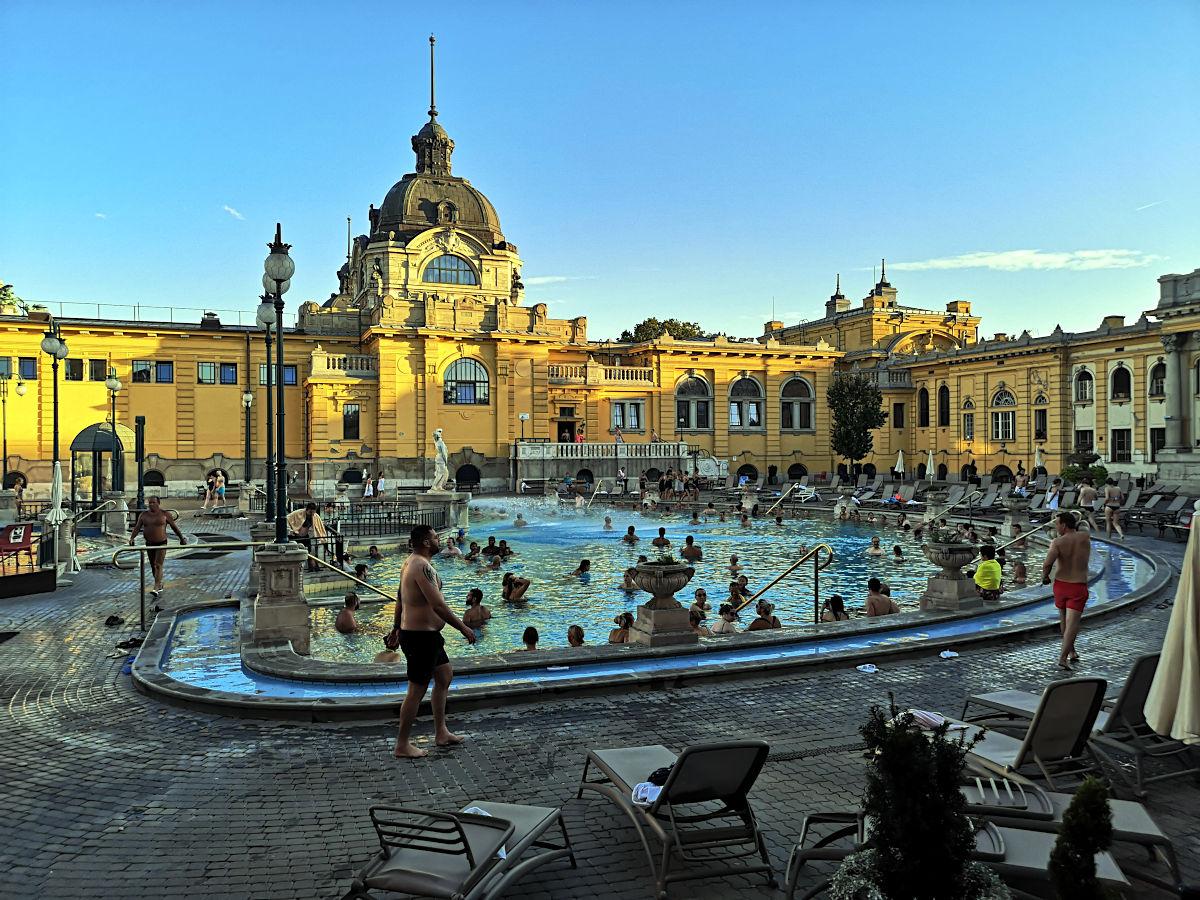 Budapest ist berühmt für sein heilendes heißes Quellwasser und das altehrwürdige Széchenyi-Bad ist das bekannteste und größte aller Heilbäder. (Foto: Ruti)