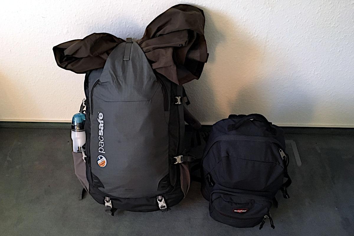Als ich 2016 auf meine Weltreise startete, waren dies meine Begeliter. Den großen Rucksack benutze ich heute noch. (Foto: Ruti)