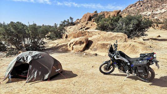 Es gibt hässlichere Orte zum Zelten als Tafraoute. (Foto: Ruti)