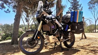 Meine gefundene Kühlbox hat noch drauf gepasst auf mein Moped. Nun gehts an die Westküste. (Foto: Ruti)