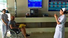 Im Krankenhaus in Datong war ich eine Attraktion. Alle wollten Fotos mit mir machen. (Foto: Ruti)