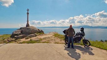 Am Kap Finisterre bin ich zum 3. Mal auf dieser Reise an einem Ende der Welt. (Foto: Ruti)