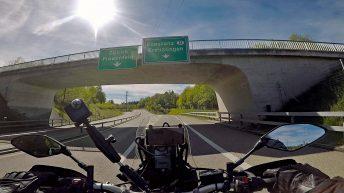 Zum letzten Mal auf meiner ersten großen Motorradreise passiere ich eine Landesgrenze. (Foto: Ruti)