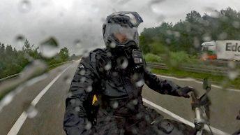 Kurz vor Regensburg erwischt mich der Regen voll. Wortspiele sind nicht erwünscht! (Foto: Ruti)