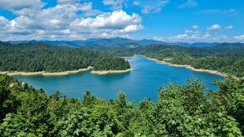 Kroatien ist sehr vielfältig. Hier ein See irgendwo zwischen Küste und den Bergen. (Foto: Ruti)