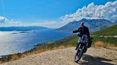 Auf dem Weg nach Korčula blendet mich wieder diese atemberaubende kroatische Küste. (Foto: Ruti)